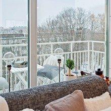 Фотография: Балкон, Терраса в стиле Скандинавский, Малогабаритная квартира, Квартира, Швеция, Цвет в интерьере, Дома и квартиры, Белый – фото на InMyRoom.ru