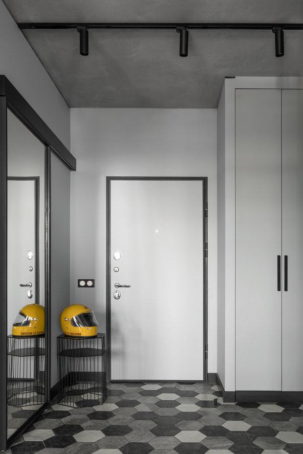 Фотография: Прихожая в стиле Лофт, Минимализм, Квартира, Студия, Проект недели, Москва, 1 комната, до 40 метров, 40-60 метров, Влада Загайнова – фото на INMYROOM