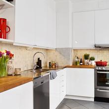 Фотография: Кухня и столовая в стиле Скандинавский, Малогабаритная квартира, Квартира, Цвет в интерьере, Дома и квартиры, Белый, Шторы – фото на InMyRoom.ru