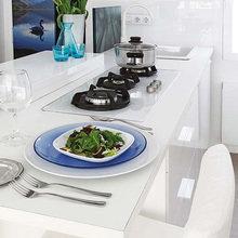 Фотография: Кухня и столовая в стиле Хай-тек, Малогабаритная квартира, Квартира, Испания, Цвет в интерьере, Дома и квартиры, Белый – фото на InMyRoom.ru