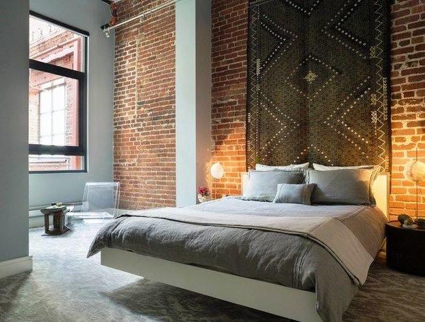 Фотография: Спальня в стиле Лофт, Декор интерьера, ковер в интерьере – фото на INMYROOM