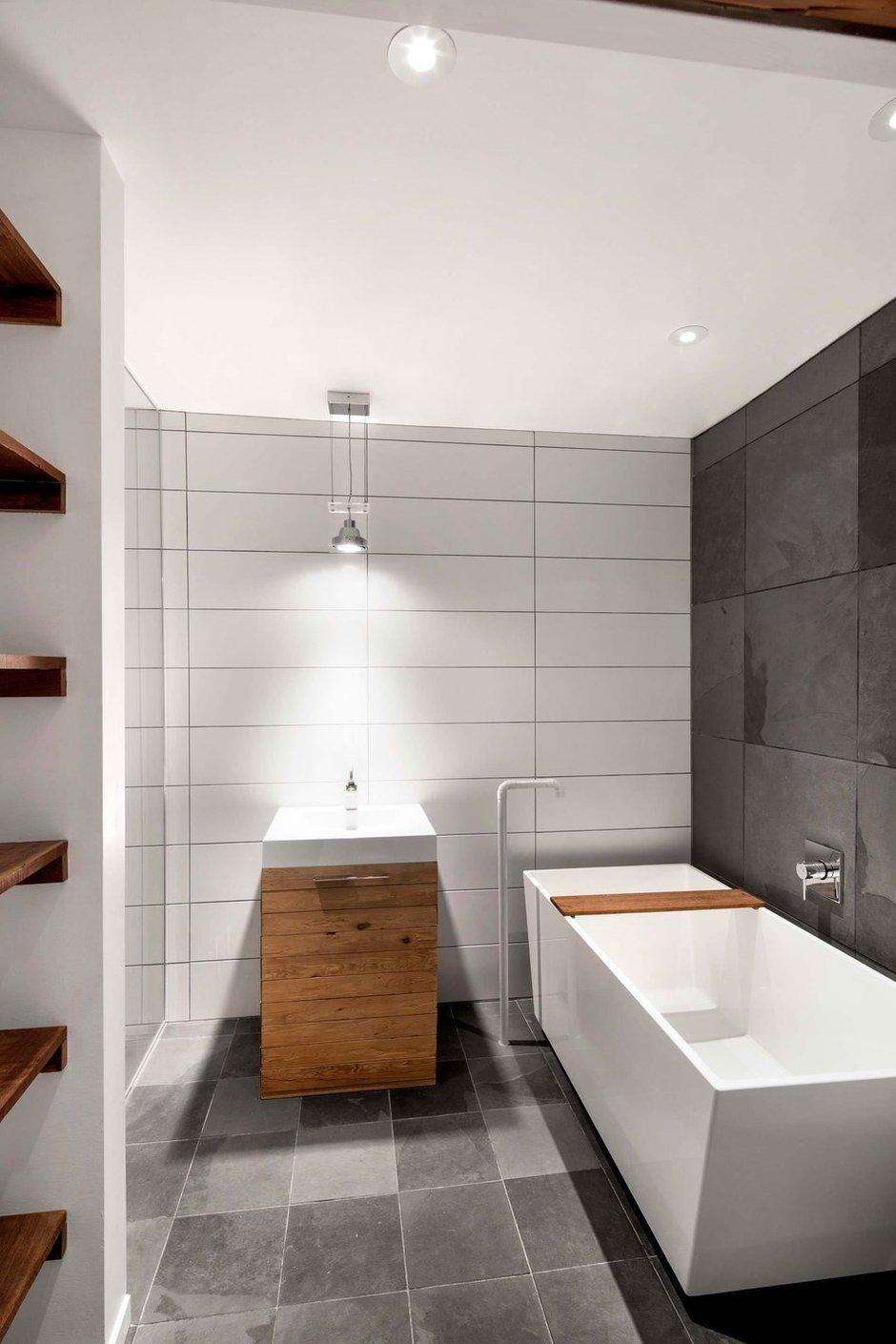 Фотография: Ванная в стиле Лофт, Дом, Дома и квартиры, напольное покрытие – фото на InMyRoom.ru