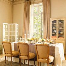 Фотография: Кухня и столовая в стиле Кантри, Дом, Дома и квартиры, Большие окна, Лепнина – фото на InMyRoom.ru