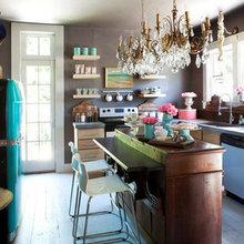 Фотография: Кухня и столовая в стиле Кантри, Интерьер комнат, SMEG, Цвет в интерьере, Бирюзовый – фото на InMyRoom.ru
