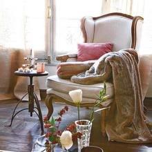 Фотография: Мебель и свет в стиле Кантри, Декор интерьера, Декор, Праздник, Новый Год, Свечи, Зеркало, Гирлянда – фото на InMyRoom.ru