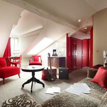 Фотография: Гостиная в стиле Эклектика, Спальня, Франция, Дома и квартиры, Городские места, Отель – фото на InMyRoom.ru