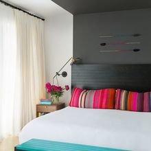 Фотография: Спальня в стиле Современный, Декор интерьера, Текстиль, Декор, Текстиль, Ткани, Шторы – фото на InMyRoom.ru
