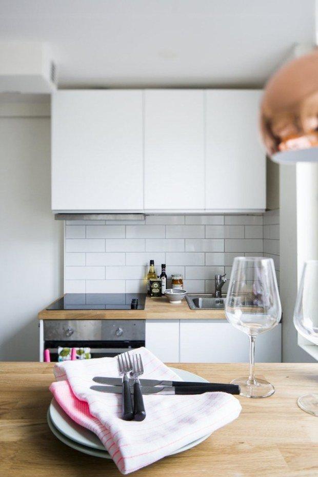 Фотография: Кухня и столовая в стиле Скандинавский, Малогабаритная квартира, Квартира, Планировки, Хранение – фото на InMyRoom.ru