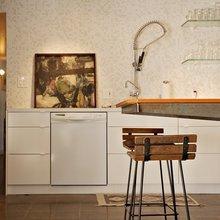 Фотография: Кухня и столовая в стиле Лофт, Интерьер комнат, Полки – фото на InMyRoom.ru