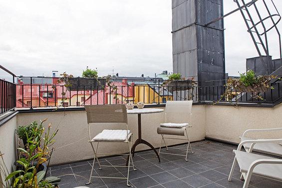 Фотография: Балкон в стиле Лофт, Скандинавский, Квартира, Швеция, Цвет в интерьере, Дома и квартиры, Белый, Картины – фото на INMYROOM