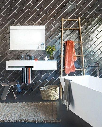 Фотография: Ванная в стиле Прованс и Кантри, Квартира, Дом, Декор, Мебель и свет, Советы, Дача, Barcelona Design, как визуально увеличить высоту потолков – фото на InMyRoom.ru