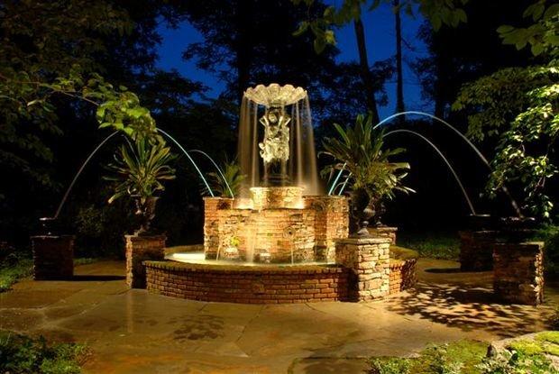 Фотография:  в стиле , Ландшафт, Мебель и свет, Дом и дача, как осветить дачный участок, как выбрать фонари для сада – фото на InMyRoom.ru