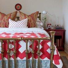 Фотография: Спальня в стиле Кантри, Современный, Восточный, Декор интерьера, Декор дома, Ковер – фото на InMyRoom.ru