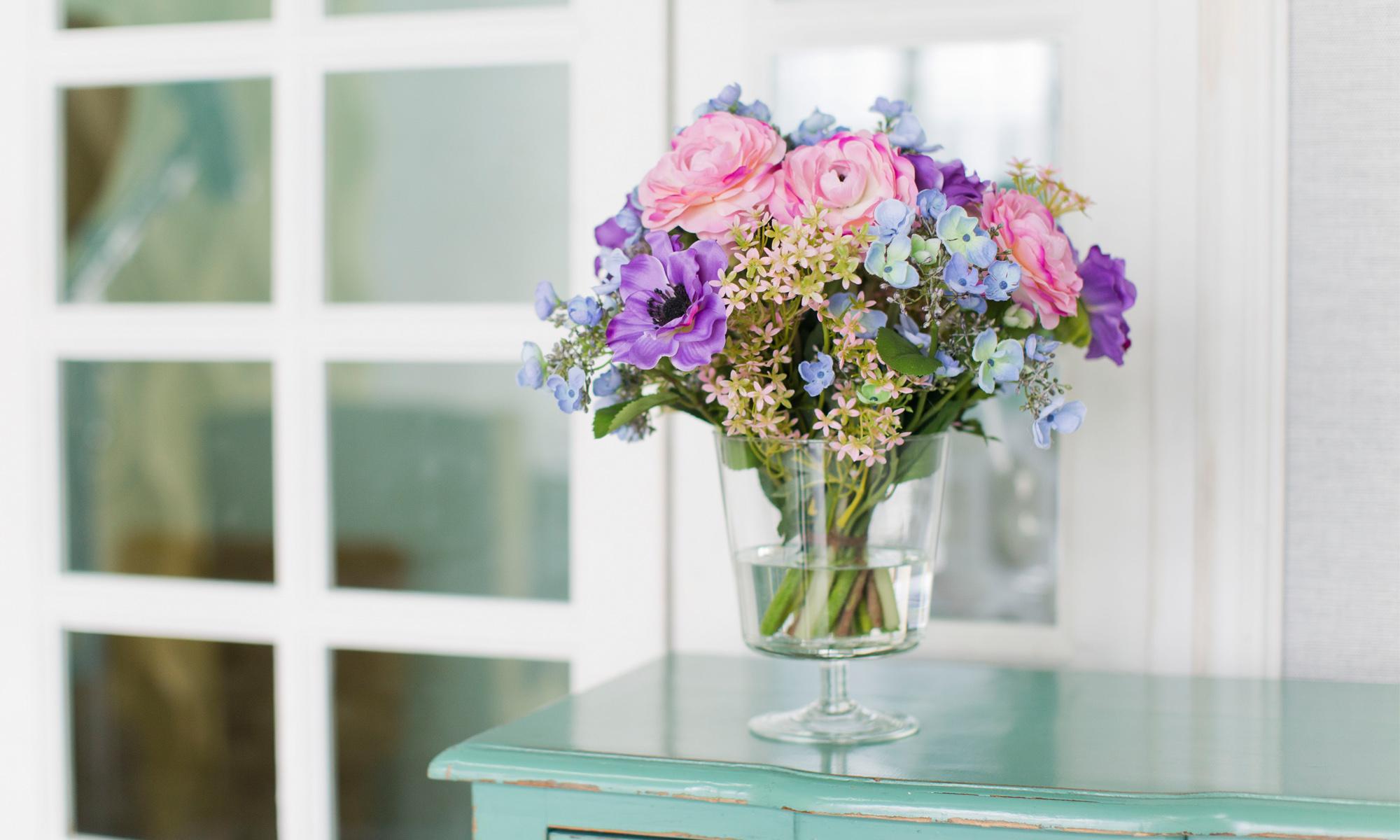 Купить Композиция из искусственных цветов - розовые ранункулюсы, сиреневые анемоны, голубая гортензия, inmyroom, Россия