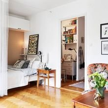 Фотография: Спальня в стиле Скандинавский, Малогабаритная квартира, Системы хранения, Руслан Кирничанский – фото на InMyRoom.ru