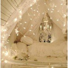 Фотография: Спальня в стиле Кантри, Декор интерьера, Декор дома, Праздник, Новый Год, Гирлянда – фото на InMyRoom.ru