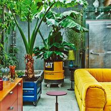 Фотография: Гостиная в стиле Лофт, Дома и квартиры, Интерьеры звезд, Индустриальный – фото на InMyRoom.ru