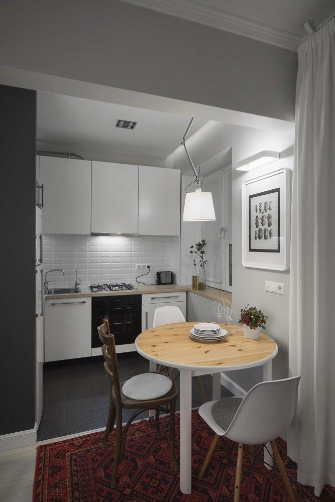 Фотография:  в стиле , Кухня и столовая, Скандинавский, Eames, Белый, Проект недели, Москва, Бежевый, Серый, ИКЕА, Tikkurila, маленькая кухня, плитка кабанчик, как объеденить кухню с гостиной, идеи планировки маленькой кухни, кухня в хрущевке, как обустроить кухню в хрущевке, малометражная кухня, кухня площадью 6 квадратных метров, планировка маленькой кухни, планировка узкой кухни в хрущевке, кухня-гостиная дизайн, интерьер кухни, кухня-гостиная в типовой квартире, Максим Тихонов, m2project, kuhnya-8-kv-metrov, Хрущевка – фото на InMyRoom.ru