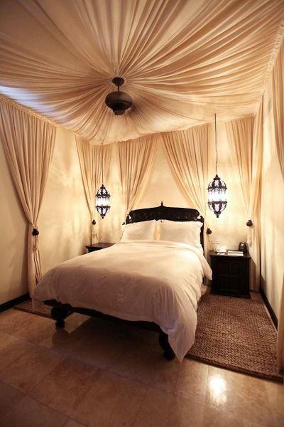 Фотография: Спальня в стиле Восточный, Интерьер комнат, Подушки, Ковер – фото на InMyRoom.ru