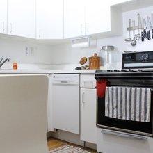 Фотография: Кухня и столовая в стиле Скандинавский, Современный, Интерьер комнат, Полки – фото на InMyRoom.ru