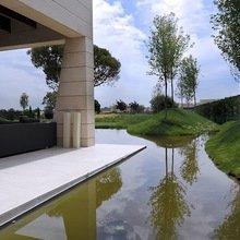 Фотография: Ландшафт в стиле , Дом, Цвет в интерьере, Дома и квартиры, Бассейн, Мадрид, Коричневый – фото на InMyRoom.ru