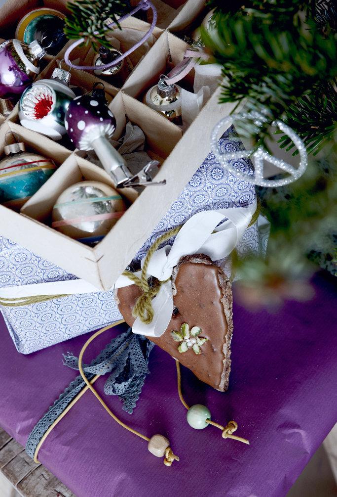Фотография: Декор в стиле Современный, Декор интерьера, Малогабаритная квартира, Квартира, Праздник, Цвет в интерьере, Дома и квартиры, Белый – фото на InMyRoom.ru