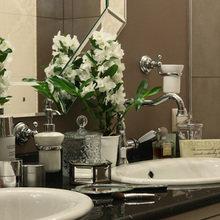 Фотография: Ванная в стиле Классический, Дом, Цвет в интерьере, Дома и квартиры, Белый, Большие окна – фото на InMyRoom.ru