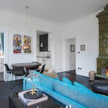 Фото из портфолио Яркий БИРЮЗОВЫЙ диван в интерьере – фотографии дизайна интерьеров на InMyRoom.ru