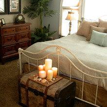 Фотография: Спальня в стиле Кантри, Интерьер комнат, Подушки, Ковер – фото на InMyRoom.ru