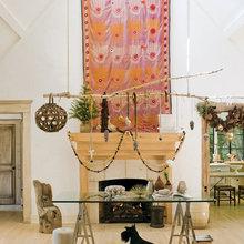 Фотография: Гостиная в стиле Эклектика, Декор интерьера, Праздник, Камин, Новый Год, Свечи – фото на InMyRoom.ru