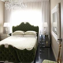 Фотография: Спальня в стиле Классический, Декор интерьера, Декор дома, Цвет в интерьере, Ковер, Геометрия в интерьере – фото на InMyRoom.ru