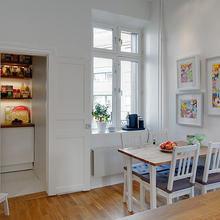 Фотография: Кухня и столовая в стиле Скандинавский, Современный, Декор интерьера, Интерьер комнат, Мебель и свет, Цвет в интерьере, Белый, Тема месяца, Окна – фото на InMyRoom.ru