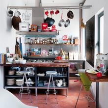 Фотография: Кухня и столовая в стиле Лофт, Скандинавский, Дома и квартиры, Интерьеры звезд, Ретро – фото на InMyRoom.ru