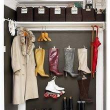 Фотография: Гардеробная в стиле Кантри, DIY, Квартира, Аксессуары, Советы, хранение, хранение спортивных снарядов, хранение лыж в квартире, хранение роликов в квартире, хранение доски для серфинга в квартире, хранение сноуборда в квартире, идеи хранения велосипеда в квартире, хранение самоката в квартире, хранение скейта в квартире – фото на InMyRoom.ru