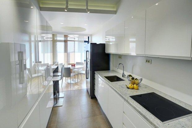 Фотография: Кухня и столовая в стиле Хай-тек, Квартира, Дома и квартиры, Проект недели, Перепланировка – фото на InMyRoom.ru