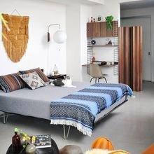 Фотография: Спальня в стиле Современный, Стиль жизни, Советы, Постеры, Винтаж – фото на InMyRoom.ru