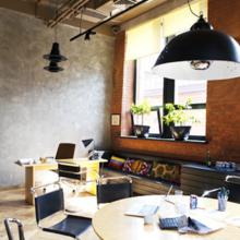 Фотография: Офис в стиле Кантри, Лофт, Современный, Офисное пространство, Индустрия, Люди – фото на InMyRoom.ru