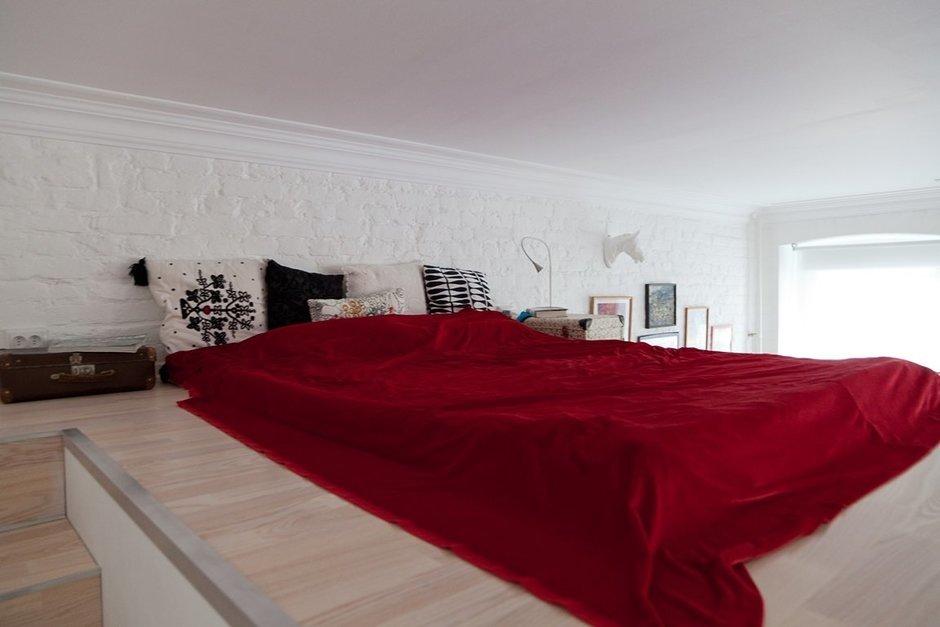 Фотография: Спальня в стиле Восточный, Лофт, Малогабаритная квартира, Квартира, Цвет в интерьере, Дома и квартиры, Стены – фото на InMyRoom.ru