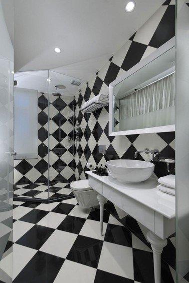 Фотография: Ванная в стиле Современный, Хай-тек, Цвет в интерьере, Дома и квартиры, Городские места, Белый, Отель, Черный – фото на INMYROOM