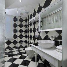 Фотография: Ванная в стиле Современный, Хай-тек, Цвет в интерьере, Дома и квартиры, Городские места, Белый, Отель, Черный – фото на InMyRoom.ru