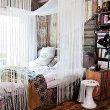 Фотография: Спальня в стиле Кантри, Эклектика, Декор интерьера, Текстиль, Декор, Текстиль, Ткани, Шторы – фото на InMyRoom.ru