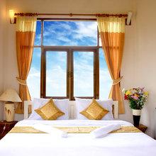 Фотография: Спальня в стиле Современный, Декор интерьера, Интерьер комнат, Цвет в интерьере, Белый – фото на InMyRoom.ru