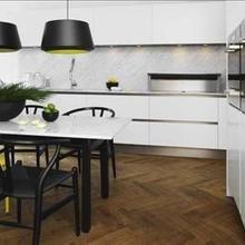 Фотография: Кухня и столовая в стиле Минимализм, Декор интерьера, Квартира, Дом, Интерьер комнат, Цвет в интерьере, Белый – фото на InMyRoom.ru