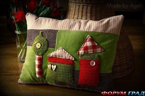 Фотография:  в стиле , Декор интерьера, Декор дома, Подушки, Вышивка – фото на InMyRoom.ru
