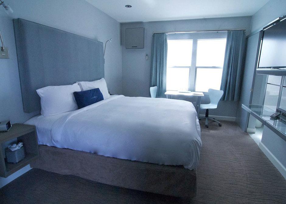 Фотография: Спальня в стиле Скандинавский, Современный, Дома и квартиры, Городские места, Отель – фото на InMyRoom.ru