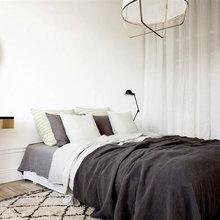 Фотография: Спальня в стиле Скандинавский, Современный, Декор интерьера, Интерьер комнат, Цвет в интерьере, Белый, Проект недели – фото на InMyRoom.ru