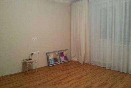 Помогите пожалуйста совместить зал  со спальней !!!