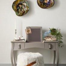 Фотография: Мебель и свет в стиле Скандинавский, Спальня, Интерьер комнат, Кровать, Гардероб, Комод, Пуф, Табурет – фото на InMyRoom.ru