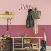 Фотография: Прихожая в стиле Кантри, Декор интерьера, Дизайн интерьера, Цвет в интерьере, Красный – фото на InMyRoom.ru