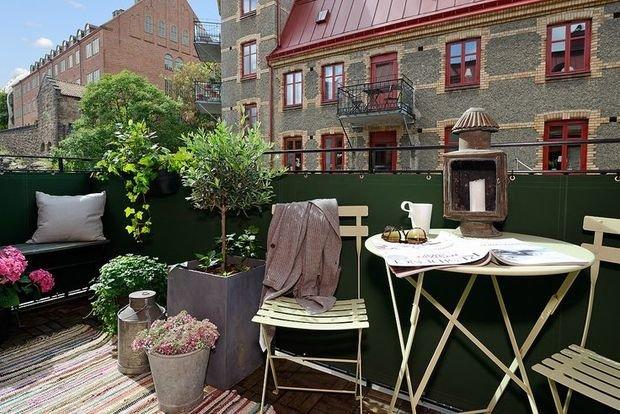 Фотография: Балкон в стиле Прованс и Кантри, Ландшафт, Декор, Терраса, Советы, Мария Шумская, Есения Семипядная, элегантный городской балкон, винтажные вещи на балконе, восточный декор для балкона, балкон в средиземноморском стиле, ландшафтный дизайн для балкона, горизонтальное озеленение, хвойные растения на балконе – фото на InMyRoom.ru